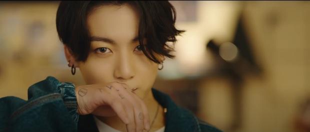 Jungkook là cái tên hot nhất hôm nay: Đã đẹp trai đốn tim fan còn được khen hát tiếng Anh như người bản xứ, bảo sao nhiều line nhất BTS - Ảnh 4.