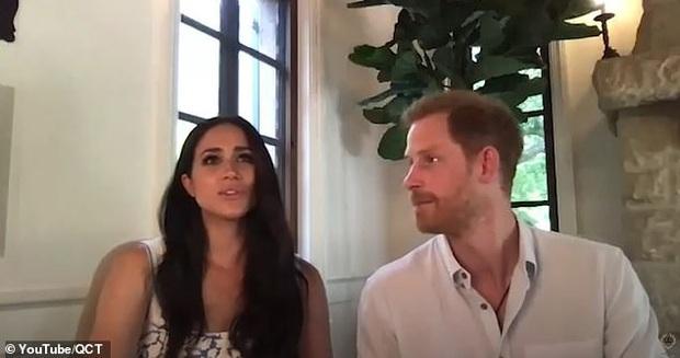 Cùng chồng tham gia cuộc họp, Meghan Markle bất ngờ phát ngôn gây tranh cãi về Nữ hoàng Anh, Harry chỉ ngồi im khiến dư luận dậy sóng - Ảnh 5.