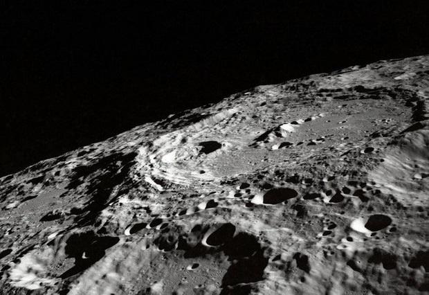 Các nhà khoa học Ấn Độ phát triển thành công quy trình làm gạch xây dựng trên Mặt Trăng - Ảnh 1.