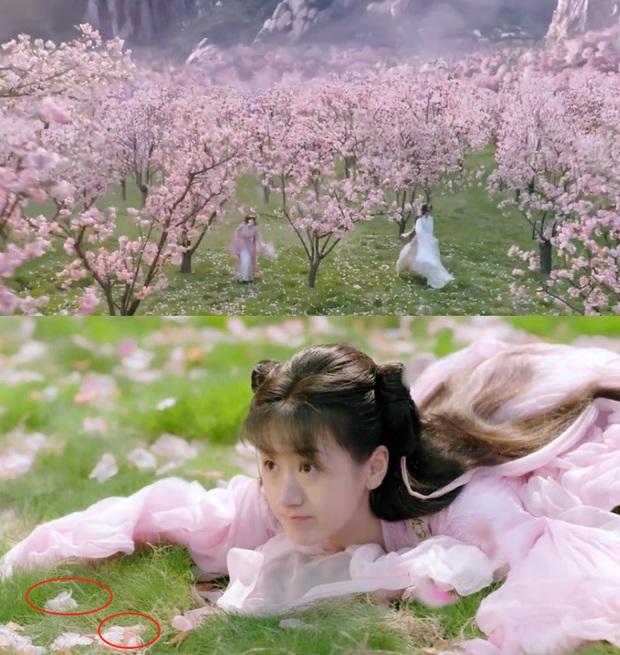 Kho đạo cụ siêu nghèo của phim cổ trang Trung: Hết gắn hoa giả lại dùng dây buộc tóc làm ngọc minh châu - Ảnh 1.