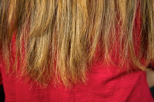 Dừng ngay thói quen buộc gọn tóc khi ngủ bởi nó có thể gây ra 2 vấn đề sức khỏe vô cùng tai hại - Ảnh 3.