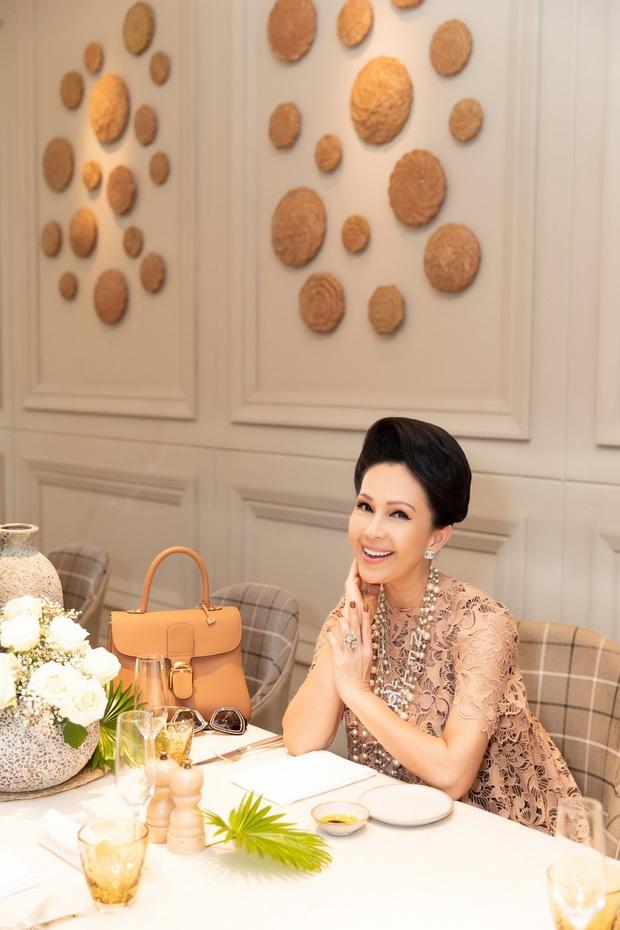 Hội bạn toàn mỹ nhân giàu có Vbiz hiếm hoi hội ngộ: Hà Kiều Anh - Hồng Nhung đọ sắc bất phân, cả bàn toát lên khí chất sang chảnh - Ảnh 6.