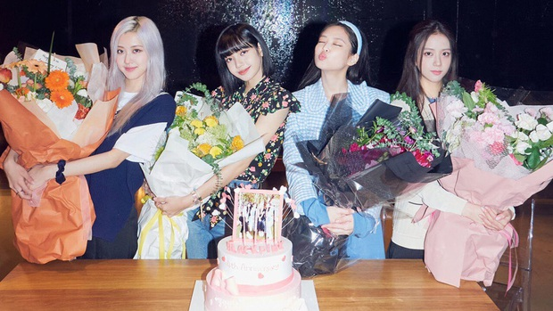 30 nhóm nhạc Kpop hot nhất hiện nay: Bất ngờ vị trí huyền thoại Gen 2, BTS hay BLACKPINK lên ngôi vương sau bão comeback? - Ảnh 3.