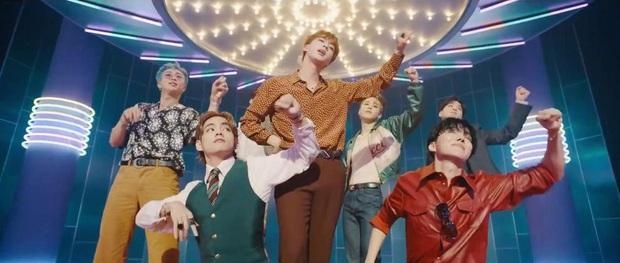 BTS giật PAK dù không quảng bá Dynamite, cùng TWICE lập kỷ lục khủng sánh ngang nhạc phim Frozen sau 7 năm tại Hàn Quốc! - Ảnh 4.