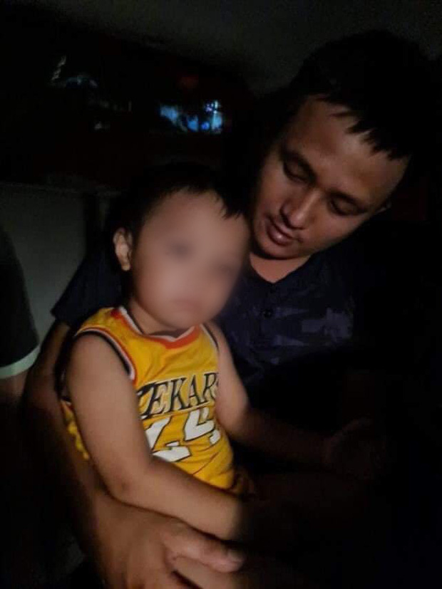 Thời điểm bắt giữ kẻ bắt cóc bé trai 2 tuổi: Nữ nghi phạm không kịp phản ứng, chỉ ôm chăn chịu trói - Ảnh 2.