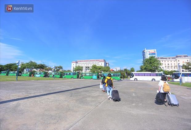 Hơn 700 công nhân, sinh viên Quảng Ngãi được đưa khỏi tâm dịch Đà Nẵng: Chúng tôi rất mừng vì được về quê - Ảnh 1.