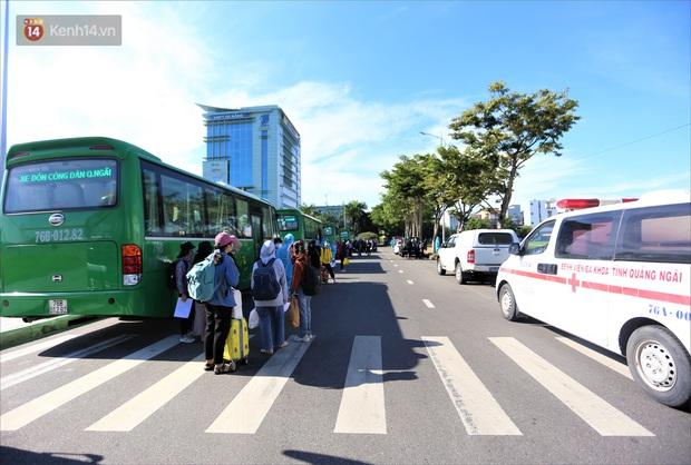 Hơn 700 công nhân, sinh viên Quảng Ngãi được đưa khỏi tâm dịch Đà Nẵng: Chúng tôi rất mừng vì được về quê - Ảnh 8.