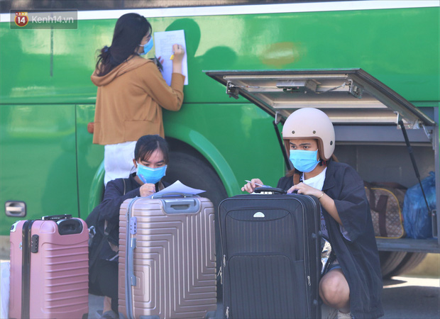 Hơn 700 công nhân, sinh viên Quảng Ngãi được đưa khỏi tâm dịch Đà Nẵng: Chúng tôi rất mừng vì được về quê - Ảnh 3.