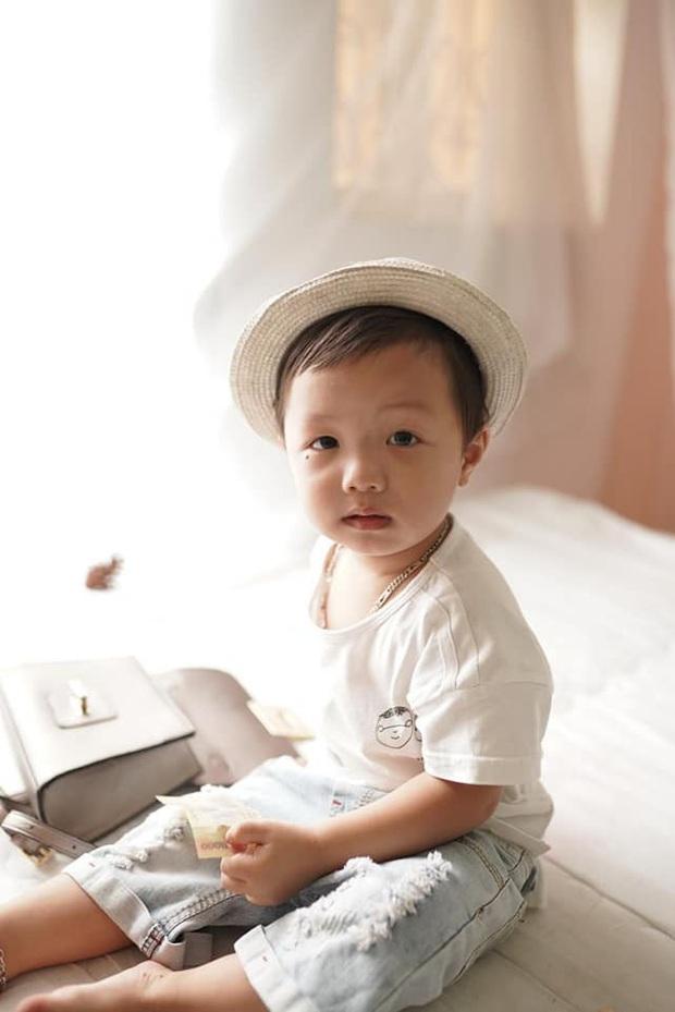 Một trong số hàng trăm người dân thâu đêm tìm kiếm bé trai mất tích: Bắc Ninh đã có một đêm không ngủ - Ảnh 1.