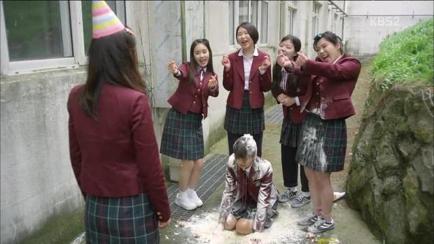 Nghe Giang Ơi kể bị cô lập thời đi học, nhớ 5 phim bóc trần chốn học đường tàn khốc đến không tưởng - Ảnh 2.