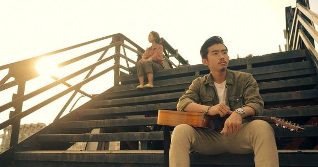 Đâu cần đợi tới Rap Việt, hot boy Hà Quốc Hoàng đã từng ôm đàn bắn rap cực chất ở phim điện ảnh đầu tay rồi! - Ảnh 6.