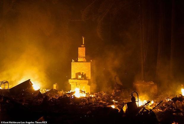 California hóa Hỏa Diệm Sơn vì cháy rừng, dân liều mình lái xe lao qua biển lửa - Ảnh 6.