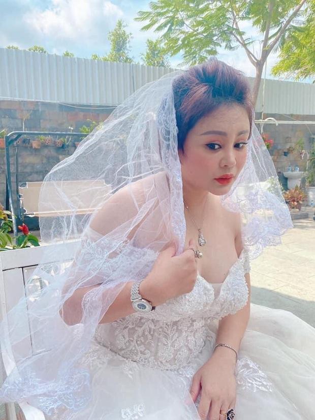 Lê Giang khoe ảnh diện váy cưới nóng bỏng kèm tuyên bố Hôm nay em lên xe hoa, bạn bè và khán giả bay vào chúc mừng - Ảnh 3.