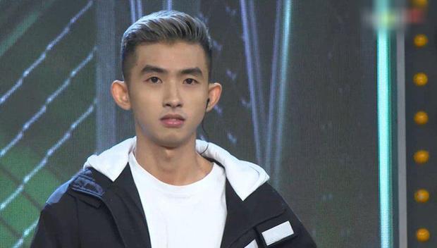 Đâu cần đợi tới Rap Việt, hot boy Hà Quốc Hoàng đã từng ôm đàn bắn rap cực chất ở phim điện ảnh đầu tay rồi! - Ảnh 1.