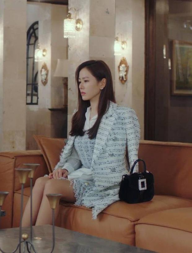 Seo Ye Ji diện váy hiệu trẻ trung sành điệu, chị đẹp Son Ye Jin khoác thêm áo ra ngay dáng đại gia - Ảnh 2.