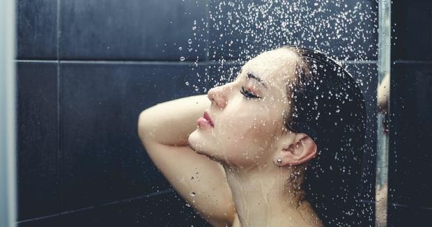 4 thói quen xấu khi tắm nếu thường xuyên tiếp diễn có thể khiến da bị nhăn nheo, khô xỉn - Ảnh 2.