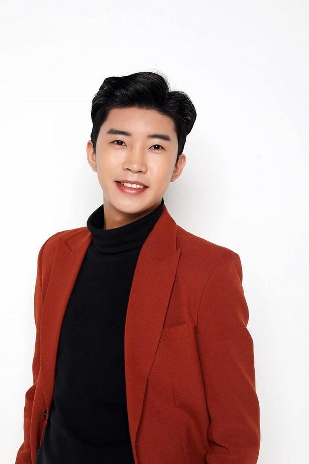 30 ca sĩ Hàn hot nhất hiện nay: Loạt ca sĩ nhạc Trot vượt mặt cả dàn idol, đối thủ nào chiếm ngôi vương của BTS? - Ảnh 4.