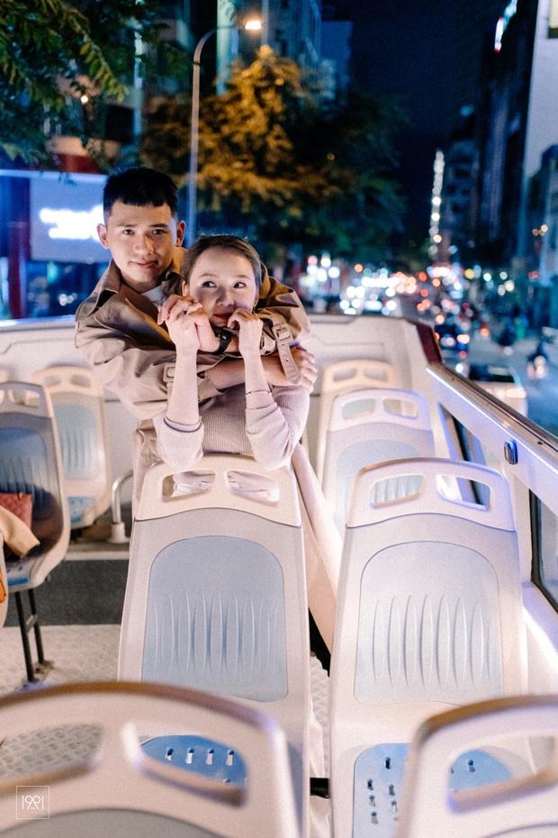 Cô gái cùng người yêu đi xe buýt mui trần ở Sài Gòn đã có bộ ảnh lãng mạn hú hồn, cần gì sang chảnh như Matt Liu và Hương Giang! - Ảnh 3.