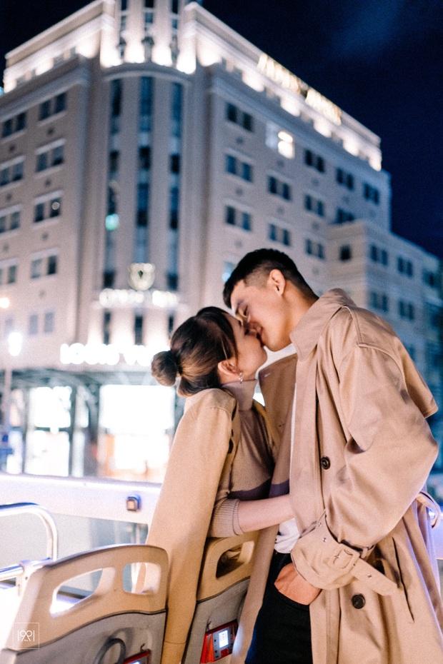 Cô gái cùng người yêu đi xe buýt mui trần ở Sài Gòn đã có bộ ảnh lãng mạn hú hồn, cần gì sang chảnh như Matt Liu và Hương Giang! - Ảnh 2.