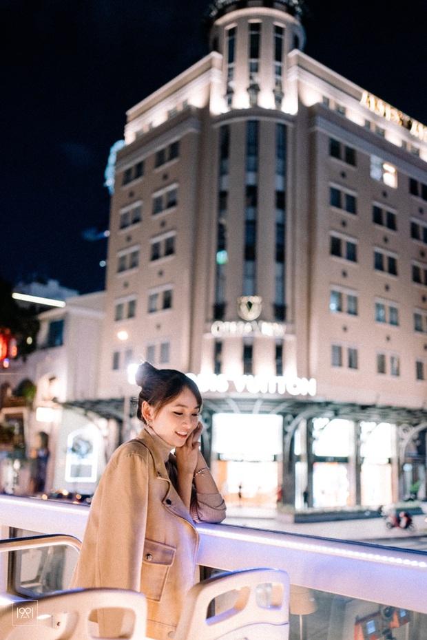 Cô gái cùng người yêu đi xe buýt mui trần ở Sài Gòn đã có bộ ảnh lãng mạn hú hồn, cần gì sang chảnh như Matt Liu và Hương Giang! - Ảnh 4.