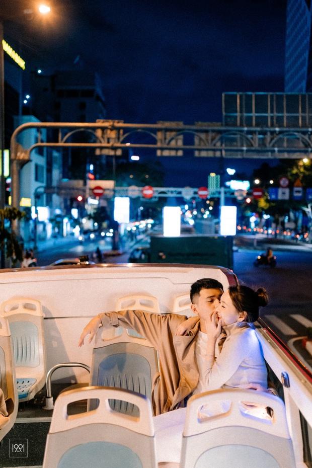 Cô gái cùng người yêu đi xe buýt mui trần ở Sài Gòn đã có bộ ảnh lãng mạn hú hồn, cần gì sang chảnh như Matt Liu và Hương Giang! - Ảnh 6.