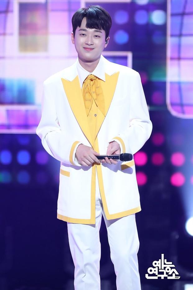 30 ca sĩ Hàn hot nhất hiện nay: Loạt ca sĩ nhạc Trot vượt mặt cả dàn idol, đối thủ nào chiếm ngôi vương của BTS? - Ảnh 10.