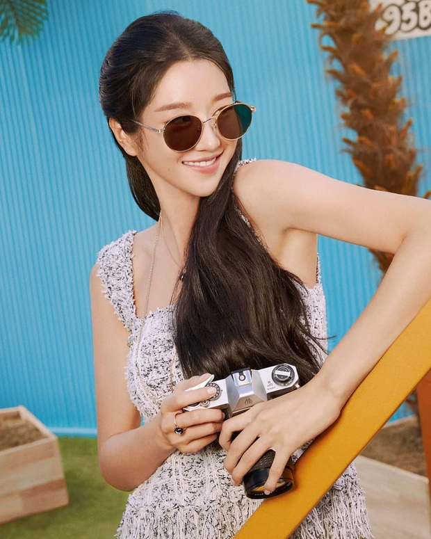 Seo Ye Ji diện váy hiệu trẻ trung sành điệu, chị đẹp Son Ye Jin khoác thêm áo ra ngay dáng đại gia - Ảnh 3.