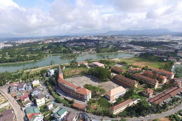 Trường Đại học ở Việt Nam đẹp như một bức tranh, đến cả Sơn Tùng M-TP, Soobin Hoàng Sơn cũng lên tận nơi check-in - Ảnh 5.