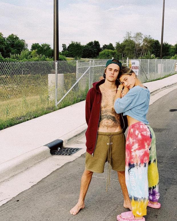 Justin Bieber - Hailey cùng khoe ảnh bế thiên thần nhỏ, The Rock vào chúc mừng và dự đoán luôn thời điểm cặp đôi có con - Ảnh 8.