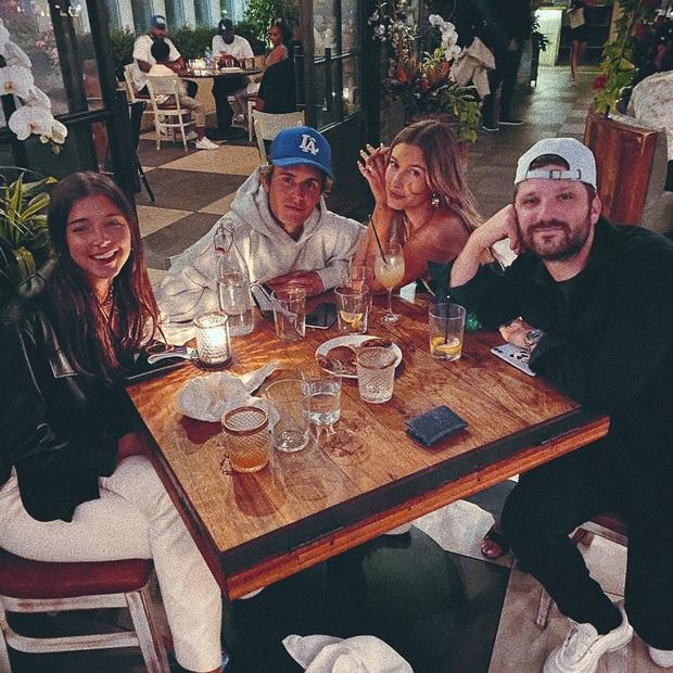 Justin Bieber - Hailey cùng khoe ảnh bế thiên thần nhỏ, The Rock vào chúc mừng và dự đoán luôn thời điểm cặp đôi có con - Ảnh 6.