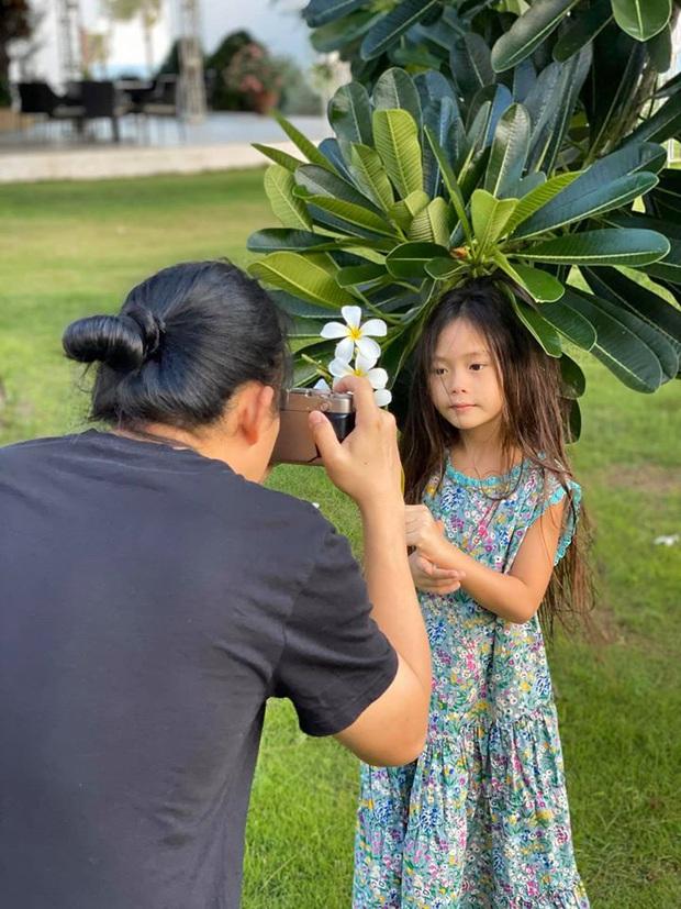 Nhan sắc nổi bần bật của bé Sol qua ống kính mẹ Đoan Trang, giờ mới hiểu sao Tiến Luật cứ hối thúc chuyện kết thông gia - Ảnh 2.