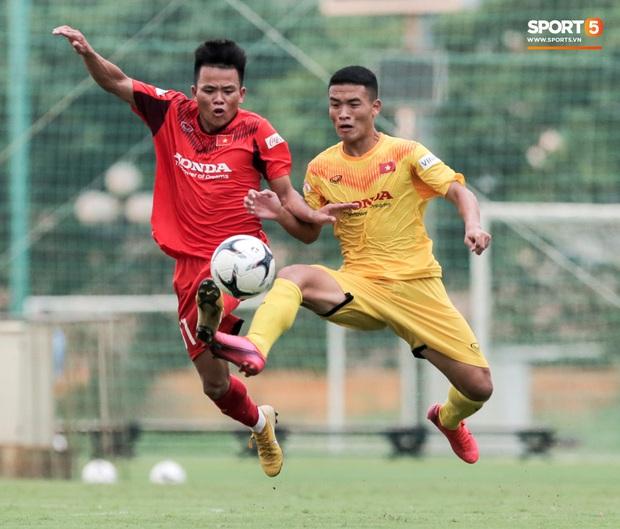 Cầu thủ U22 Việt Nam nhận thẻ đỏ nhưng không bị đuổi khỏi sân trong trận đấu nhiều siêu phẩm - Ảnh 7.