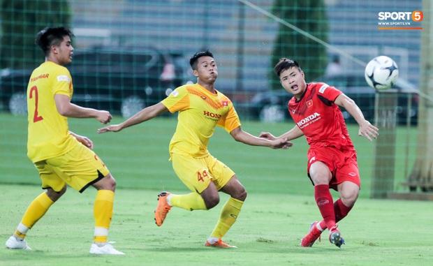 Cầu thủ U22 Việt Nam nhận thẻ đỏ nhưng không bị đuổi khỏi sân trong trận đấu nhiều siêu phẩm - Ảnh 4.