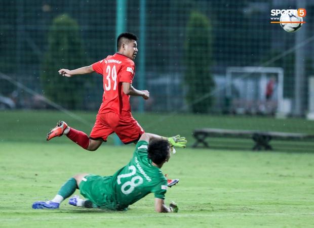 Cầu thủ U22 Việt Nam nhận thẻ đỏ nhưng không bị đuổi khỏi sân trong trận đấu nhiều siêu phẩm - Ảnh 8.