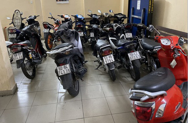 Tìm 18 bị hại của nhóm giả Cảnh sát hình sự thực hiện nhiều vụ cướp ở Sài Gòn, Bình Dương - Ảnh 3.