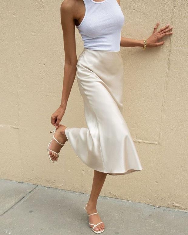 """Váy lụa """"khó xơi"""" nhưng nếu biết bí kíp mặc đẹp rồi thì bạn sẽ thích mê muốn diện đi diện lại - Ảnh 13."""