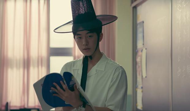 Chán chạy bầu ở Train To Busan, Jung Yu Mi rủ trai đẹp Nam Joo Hyuk săn quái vật trong phim mới! - Ảnh 6.