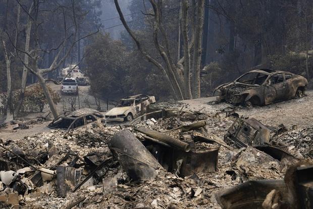 Hàng chục vụ cháy lớn tại California, Tổng thống Trump tuyên bố tình trạng thảm họa - Ảnh 1.