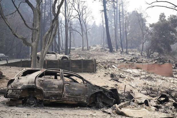 Hàng chục vụ cháy lớn tại California, Tổng thống Trump tuyên bố tình trạng thảm họa - Ảnh 2.