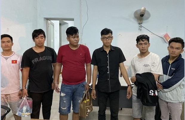 Tìm 18 bị hại của nhóm giả Cảnh sát hình sự thực hiện nhiều vụ cướp ở Sài Gòn, Bình Dương - Ảnh 1.