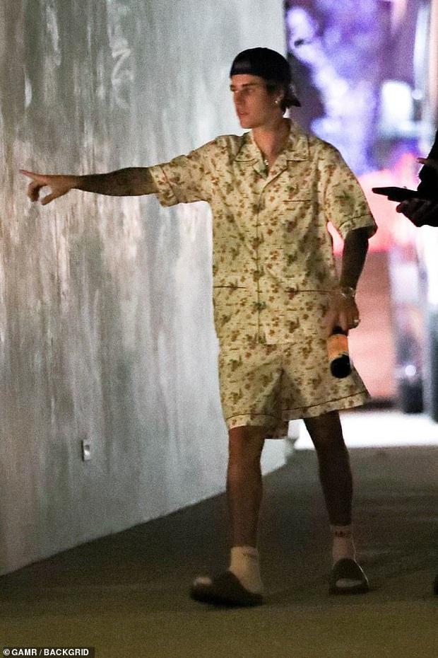 Vợ chồng Justin Bieber mời cả dàn sao khủng đến dự tiệc ở biệt thự 197 tỷ: Kendall đẹp bất chấp, sao Karate Kid lột xác - Ảnh 2.