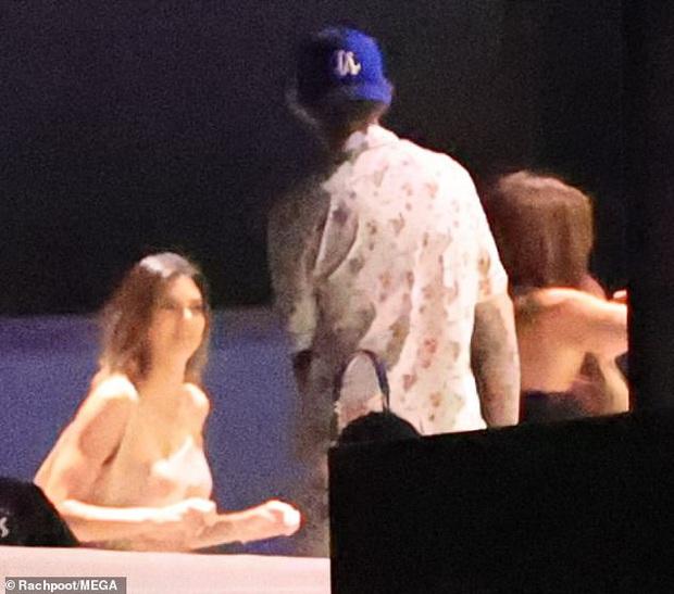 Vợ chồng Justin Bieber mời cả dàn sao khủng đến dự tiệc ở biệt thự 197 tỷ: Kendall đẹp bất chấp, sao Karate Kid lột xác - Ảnh 8.