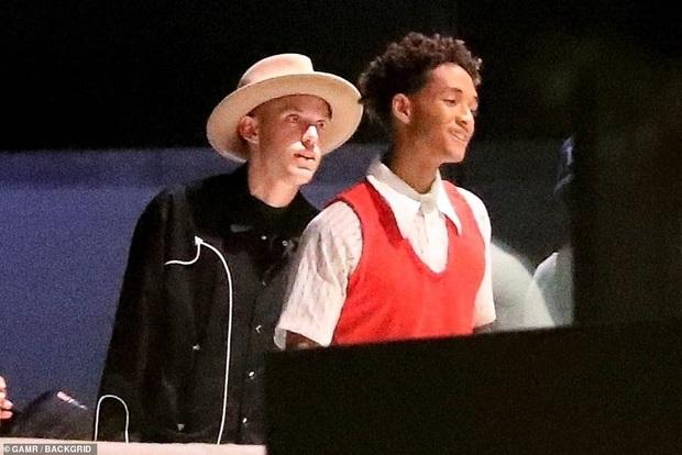 Vợ chồng Justin Bieber mời cả dàn sao khủng đến dự tiệc ở biệt thự 197 tỷ: Kendall đẹp bất chấp, sao Karate Kid lột xác - Ảnh 10.