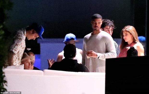 Vợ chồng Justin Bieber mời cả dàn sao khủng đến dự tiệc ở biệt thự 197 tỷ: Kendall đẹp bất chấp, sao Karate Kid lột xác - Ảnh 13.