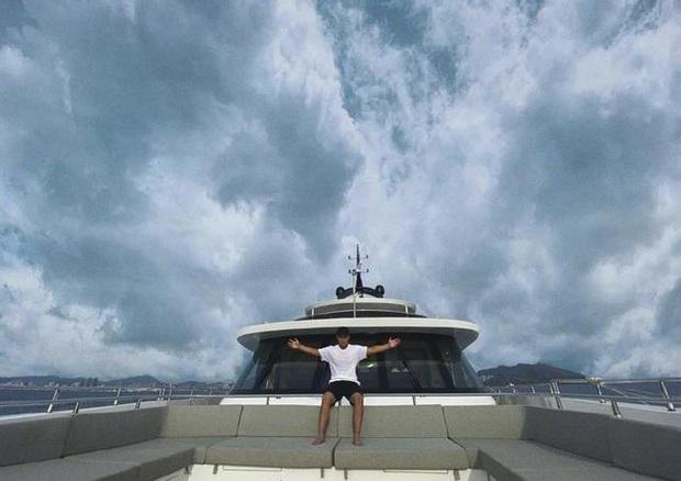 Cuộc sống giàu sang ít ai ngờ của Thích Tiểu Long: Hàng hiệu đắt đỏ, du lịch sang chảnh, gia đình kinh doanh rực rỡ - Ảnh 12.