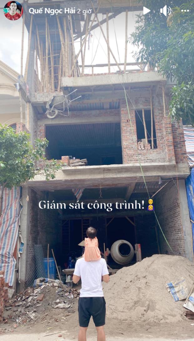 Quế Ngọc Hải đưa con gái đi khảo sát công trình, hé lộ hình ảnh đầu tiên của ngôi nhà mới đang xây - Ảnh 1.