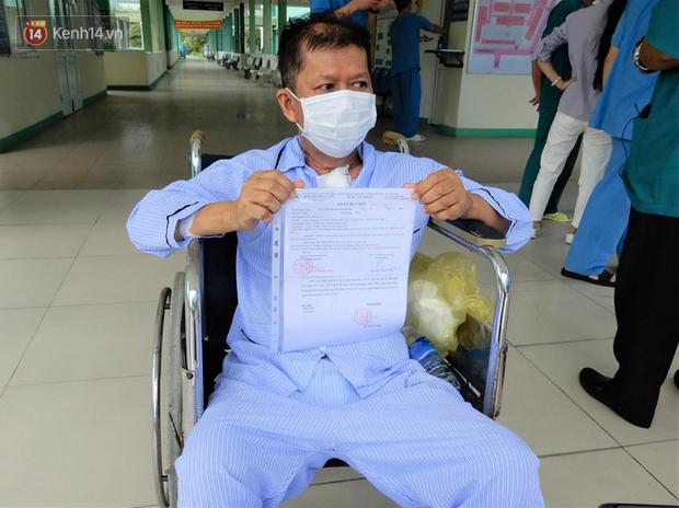 Bệnh nhân mắc Covid-19 thập tử nhất sinh được xuất viện: Cảm ơn các bác sĩ đã đưa tôi từ cõi chết trở về - Ảnh 4.