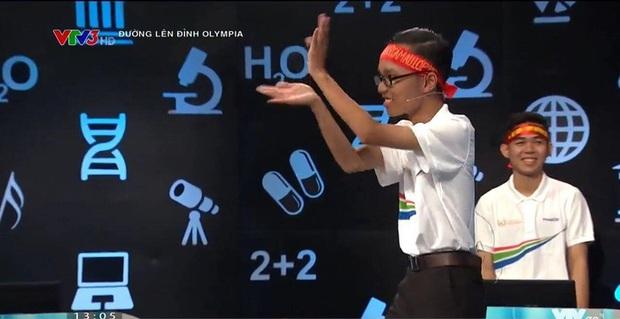 Dàn thí sinh Olympia gây bão khi diễn văn nghệ: Người gây sốt cover theo TWICE, người gây tranh cãi khi múa quạt theo Khá Bảnh - Ảnh 6.