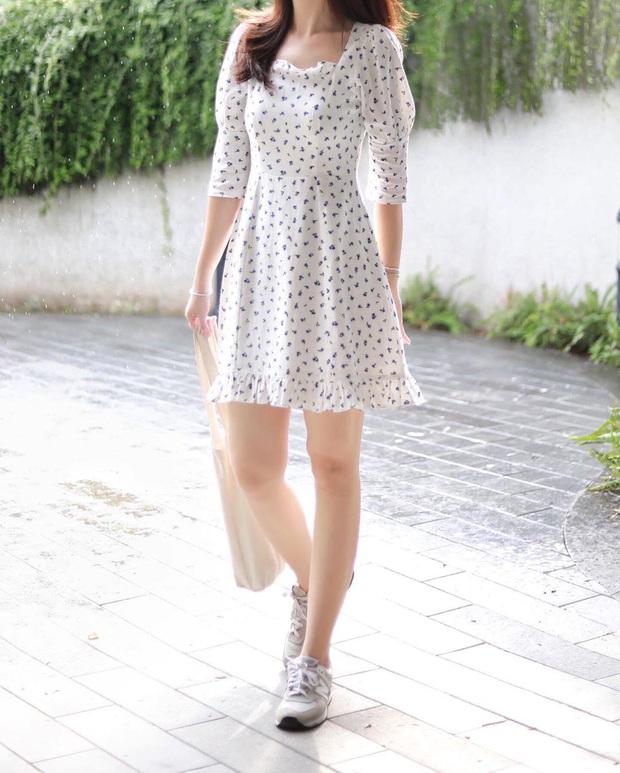 10 mẫu váy liền diện đi chơi cũng xinh mà đi học cũng ổn, cứ sắm theo thì đố ai chê được style của bạn - Ảnh 15.