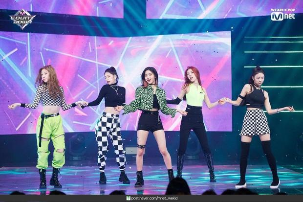 Không phải TWICE hay GFRIEND, ITZY mới được chuyên gia huấn luyện idol chọn là nhóm nhạc nhảy đỉnh nhất Kpop dù mới là tân binh - Ảnh 4.